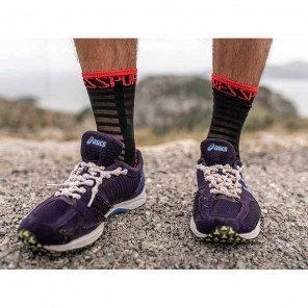 Chaussettes Compressport Pro Racing Socks V3.0 Ultralight Run High Noire et Rouge